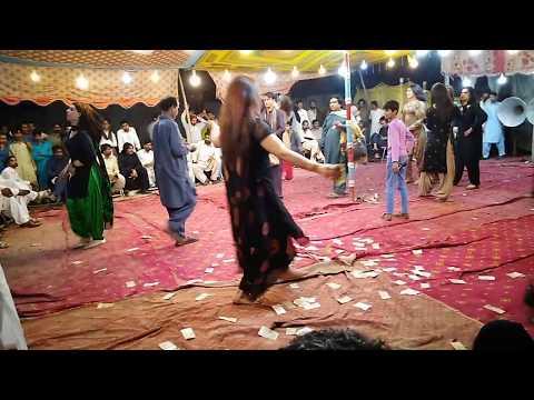 KHUSRAY GROUP DANCE ON SONG MERA YAR PINDI DA MELA BHAKKAR 2019 IN MELA GROUND
