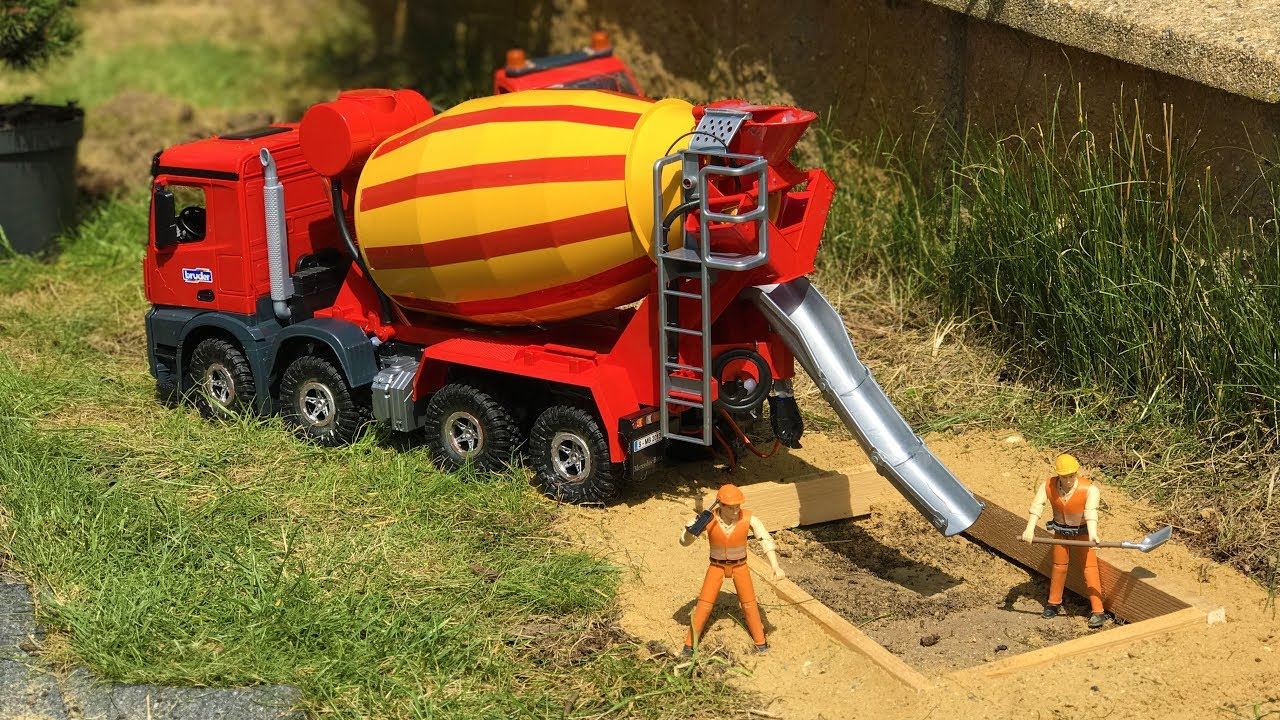 BRUDER TOYS cement mixer WORKS at the construction site! | Kids video |  Learn toys