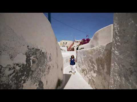 The architecture of Santorini – Cave houses and mansions!
