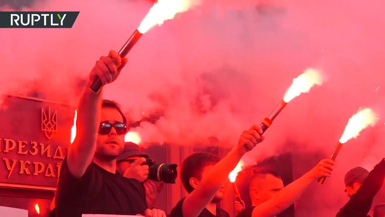 «Аваков чОрт»: Акция у офиса президента Украины