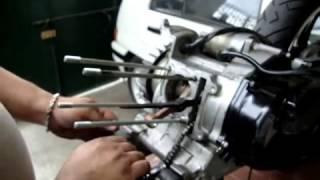 bongkar mesin sepeda motor.FLV