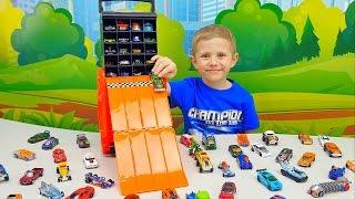 Машинки ХотВилс и Гараж в Кейсе с крутым спуском. Машинка Бэтмена. Hot Wheels Racing Battle Case