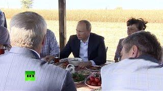 Владимир Путин пообедал рыбой и похлебкой с фермерами