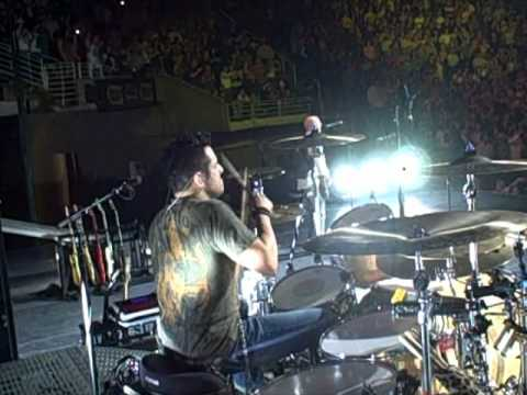 """Rich Redmond performs Jason Aldean's """"She's Country"""" on the Wide Open Tour 2010"""