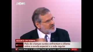 Prof Fernando Capovilla defende escolas específicas bilíngues para crianças surdas