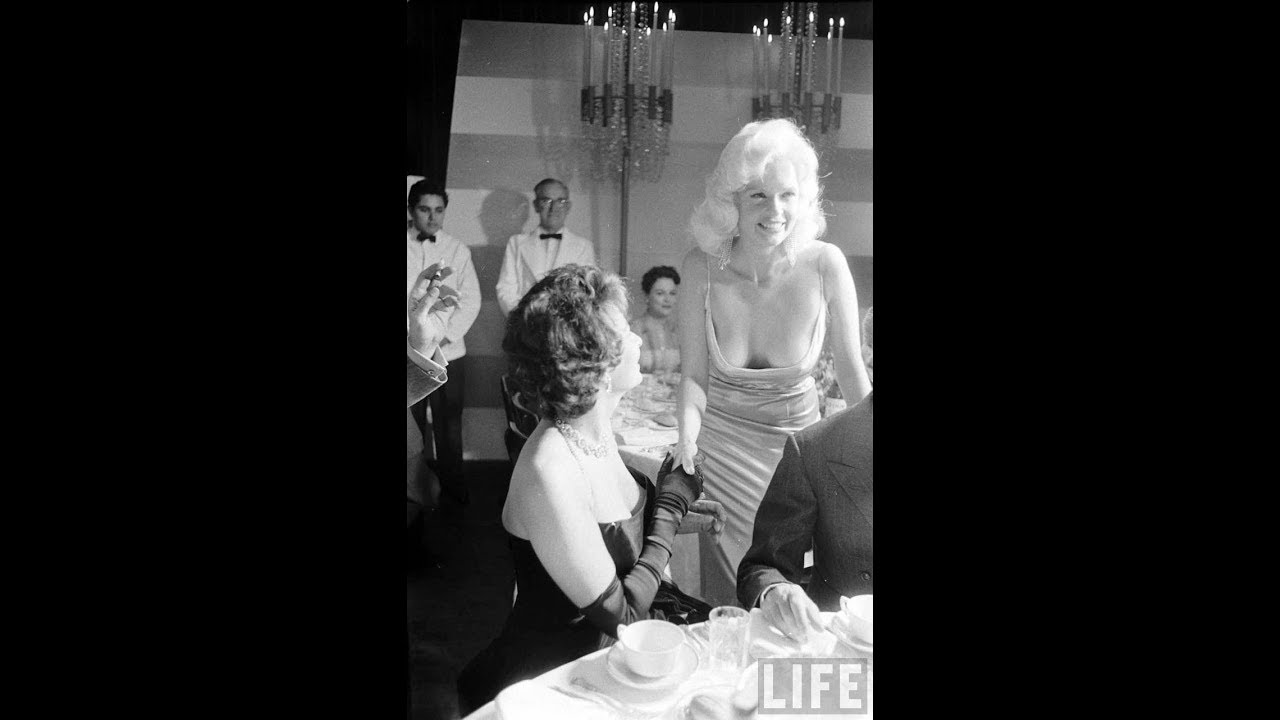 Jayne Mansfield at Sophia Loren\'s Welcome to Hollywood Party in ...