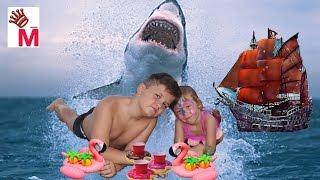 Влог дети купаются в бассейне с акулой паримся в сауне дети в сауне