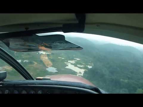 Aterrizando / Landing in Sarakreek Suriname. GUM AIR