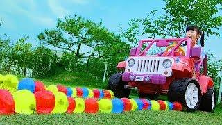 물풍선을 터트려서 할아버지를 깨워볼까요? Yuni and Grandpa Water filled colorful balloons new big jeep-fun kid video로미유