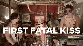 First Fatal Kiss - Es muss eskalieren (Küchen Session)