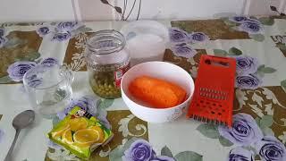 Бюджетный морковный салат с зеленым горошком