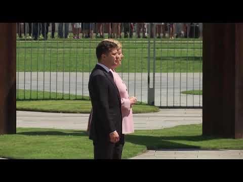 Merkel visibly shaking during ceremony
