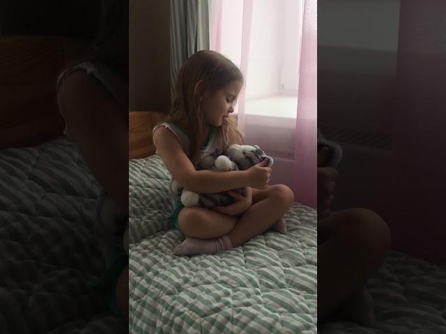 Изображение предпросмотра прочтения – АнгелинаАкулинина читает произведение «Собаки спущены с цепи» М.И.Цветаевой