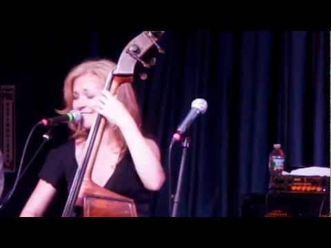Nicki Parrott and the Les Paul Trio – I'll Be Your Baby Tonight – Live from A JAZZ SALUTE TO LES