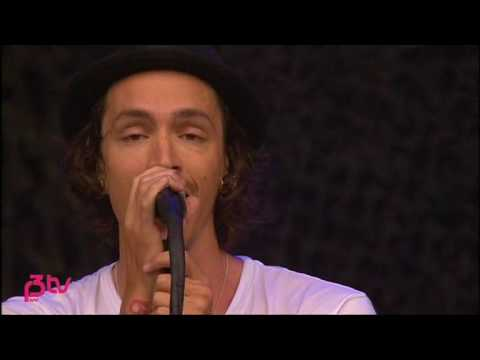 Incubus - Love Hurts (Live at Hove Festival '07)