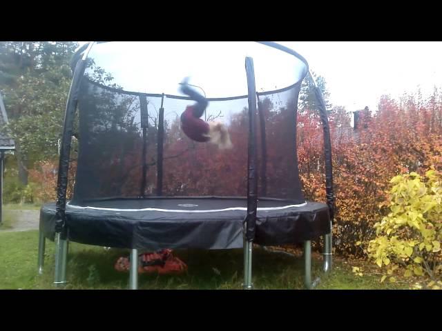 Tinjes Trick time on trampoline (1)