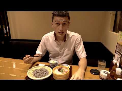 Бизнес ланч - гречневые макароны и сырая рыба.  Японская еда для офисных работников