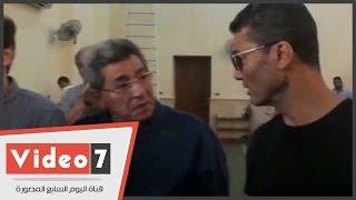 حوار جانبى بين محمود سعد وخالد النبوى فى جنازة محمد خان