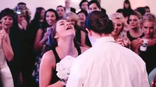 Очень трогательно. Подружка невесты хотела поймать букет, но...