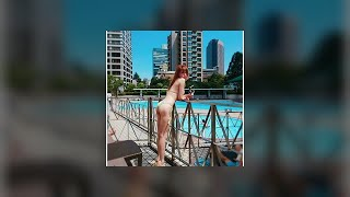 藤井リナ、紐ビキニの水着でセクシーショット「気持ちいい」