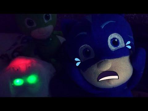 Uno strano fantasmino fa spaventare Geco e Gattoboy 👻 [Video per bambini]