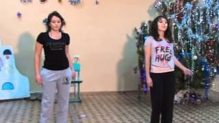Танец девочек 11 класса Новый год)