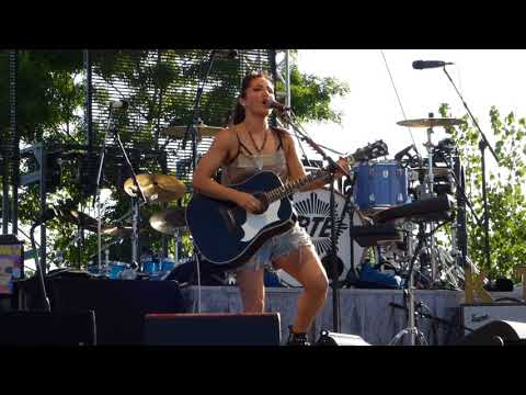 KT Tunstall performs 'Black Horse and the Cherry Tree' at Artpark