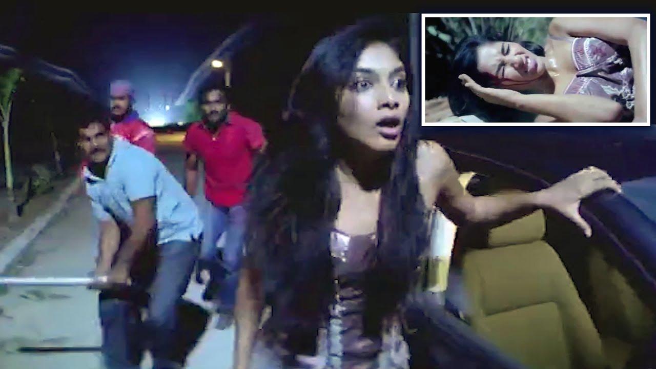 రాత్రిపూట ఒంటరిగా వెళ్ళేవాళ్ళని ఎలా ట్రాప్ చేస్తున్నారో చూడండి   TFC Movies Adda