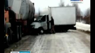 В результате ДТП разорвало фургон с молочной продукцией(, 2014-02-26T13:14:24.000Z)