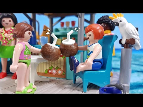 Playmobil Toy Movie ENGLISH - Family Summer☀️Holiday Fun on Palm Beach Juice Bar Island 🌊
