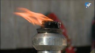 Смотреть видео Частичка новгородского вечного огня отправилась в Санкт Петербург онлайн