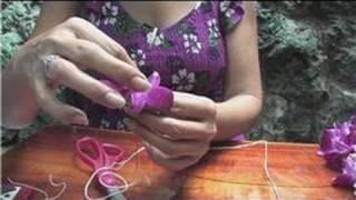 Making Hawaiian Leis : How to Make a Flower Lei