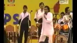 Kishore kumar live show showing singing ina mina dika