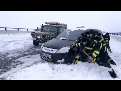 Snow Traps Thousands Of Vehicles In Spain
