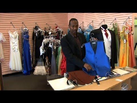 How To Put On A Tuxedo Vest : Tuxedos