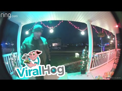 Toby Knapp - #VIRAL: Delivery driver fixes the holiday decorations at this house!