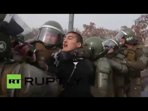 Chile: Police use water cannon and tear gas against Santiago protesters