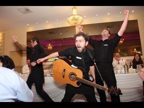 Surprise Singing Waiters - Bruno Mars, Justin Timberlake, Bon Jovi and more!