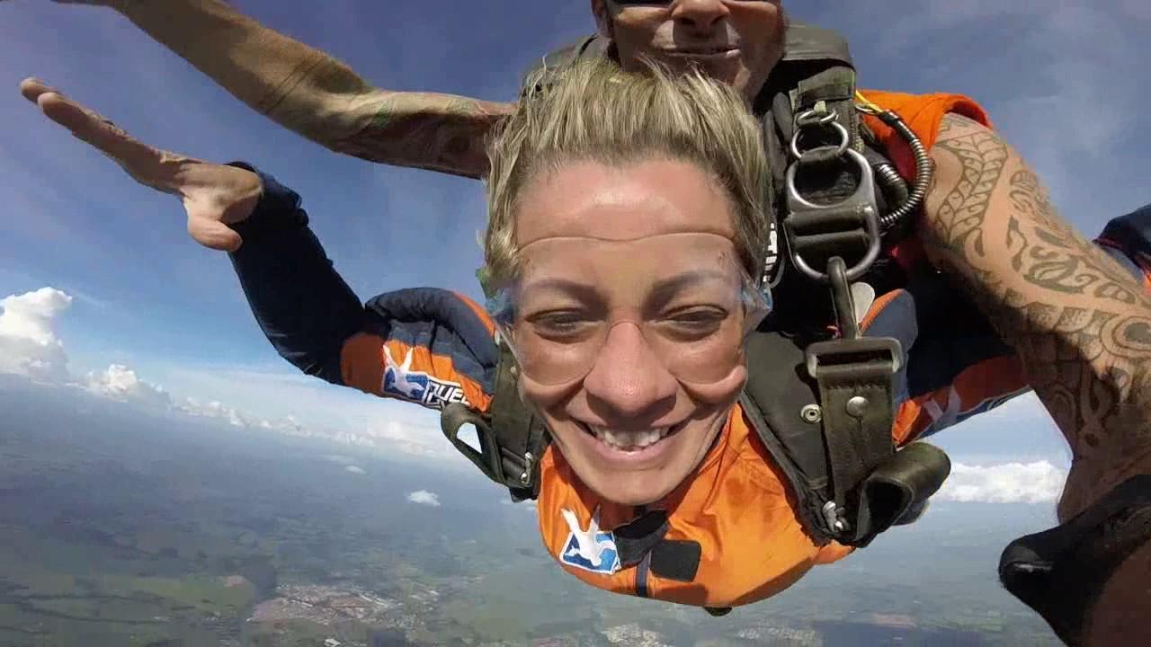 Salto de Paraquedas da Luciane na Queda Livre Paraquedismo 14 01 2017