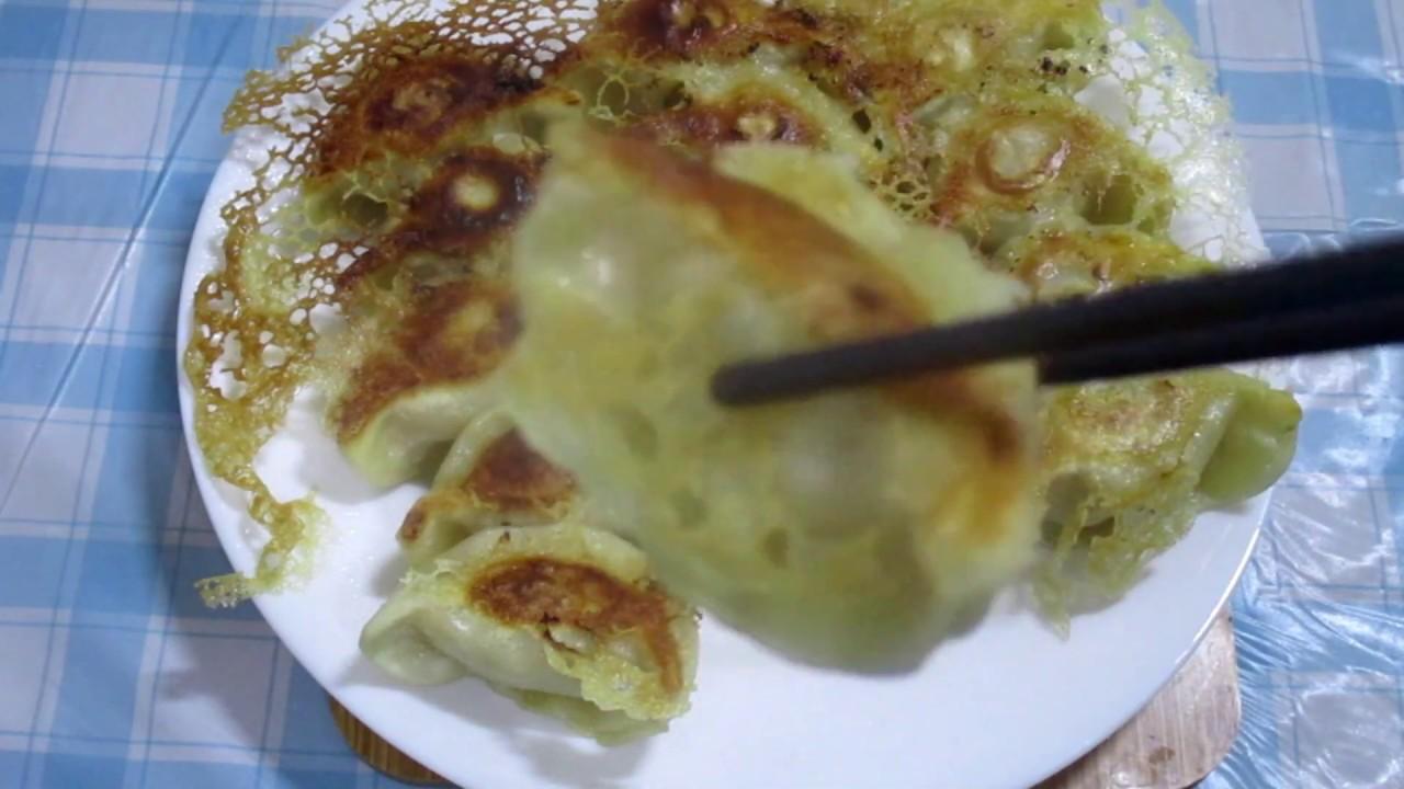 冰花煎餃用冷凍水餃完美比例的麵粉水煎出卡茲的煎餃 - YouTube