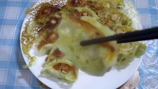 冰花煎餃用冷凍水餃完美比例的麵粉水煎出卡茲的煎餃