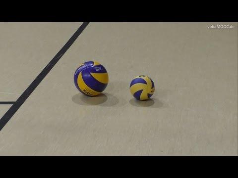 Baggern mit einem kleinen Volleyball - VCO Schwerin