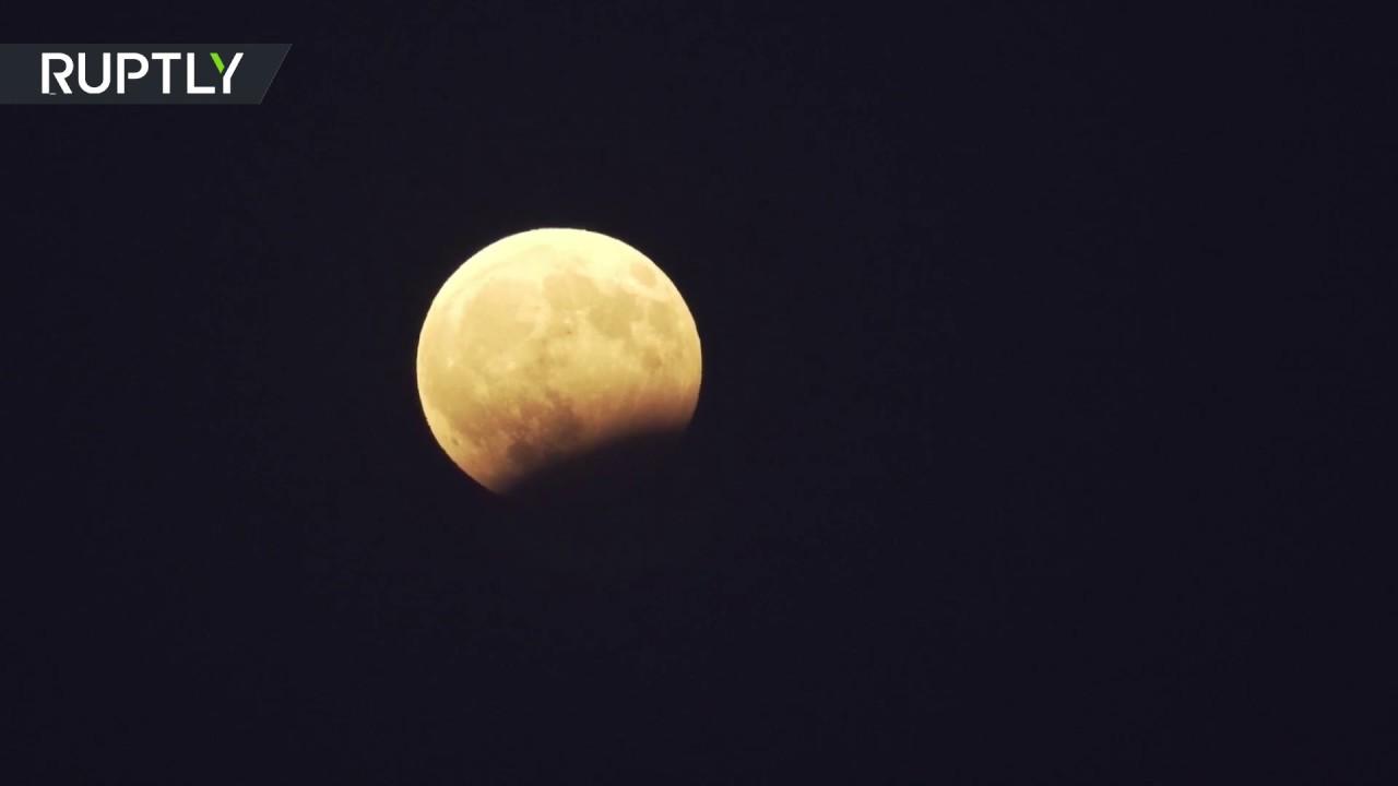 Кровавая Луна в небе над Грецией