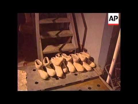 Ukraine - Chernobyl reactor still leaking