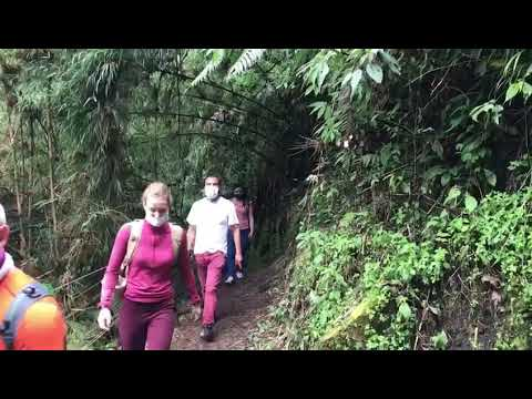 The walk to the highest waterfall in Colombia. La cascada mas alta en vertical de Colombia.