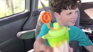 Viaje del aceite de CBD para los comportamientos autoinfligidos del autismo
