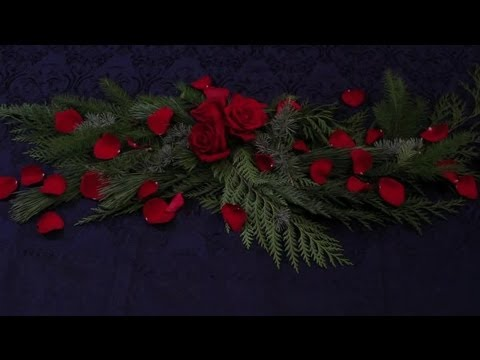 How to Use Rose Pedals for Table Decorations : Specialty Centerpiece Ideas