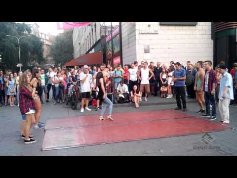 Видео: Танцевальные батлы Крещатика, Вечерний Киев часть 1 - Dance Battles Khreshchatyk, Kiev Evening part1