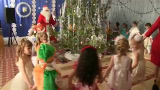 Дед Мороз в зале музыкальном (Средняя гр.)