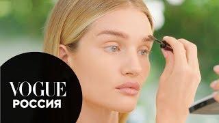 Рози Хантингтон Уайтли показывает как освежить лицо при помощи макияжа